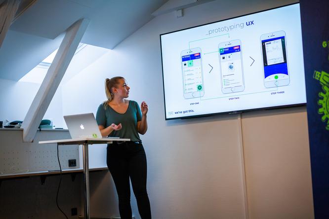 Caroline Gustafsson conducting usability testing